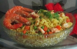 This Aromatic Pineapple Rice with Prawns looks so succulent!